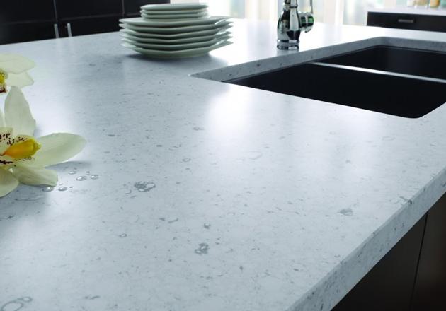 piano-cucina-quarzo-bianco - Arredare Senza Errori